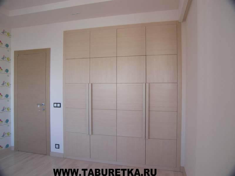 шкаф с распашными фасадами из беленого дуба нр 008