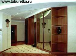 Встроенные шкафы купе в просторном холле